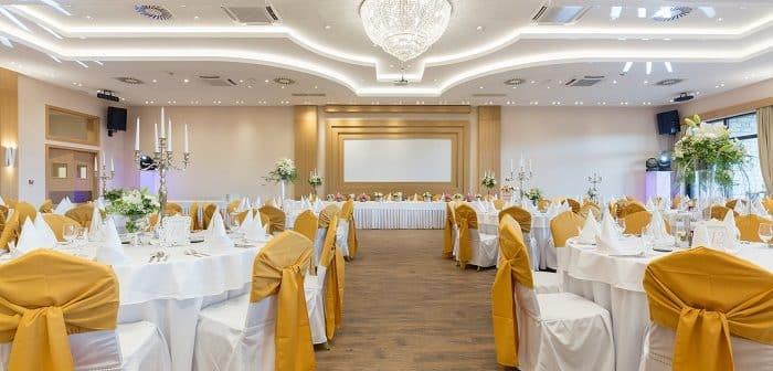 Comment bien décorer une salle de réception pour un mariage