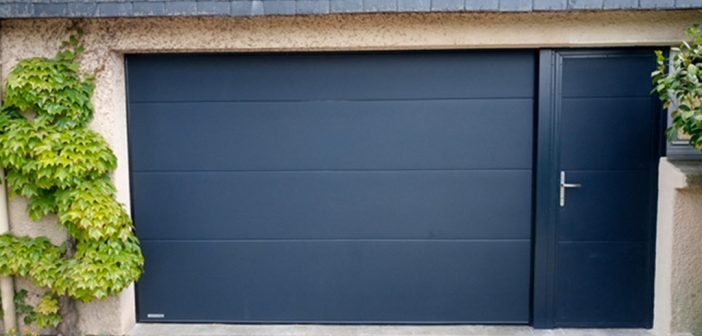 porte de garage basculante avec portillon